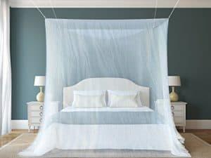 Das beste Moskitonetz von NATURO - Das größte Doppelbett Moskitonetz Baldachin - Insekten Malaria Zika Schutz - Gratis Boni: 2 Insektenschutz Armbänder, ein Aufhängekit & Tragetasche